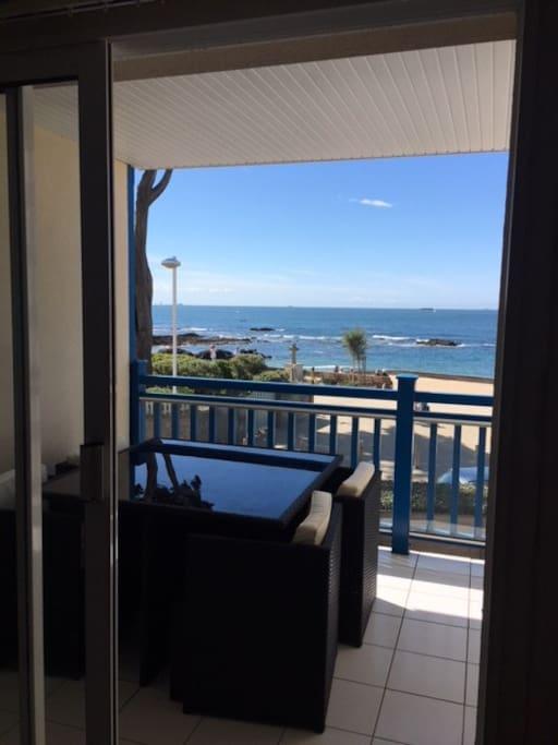 Vue mer du séjour et balcon
