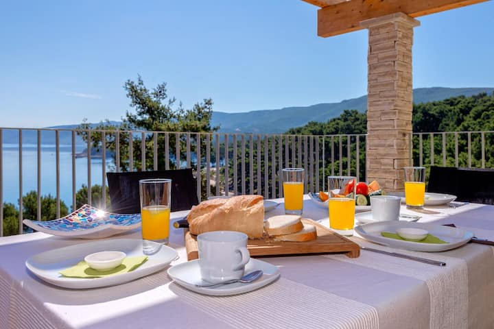 HR42 Two beautiful apartments in Jelsa for 14 ppl