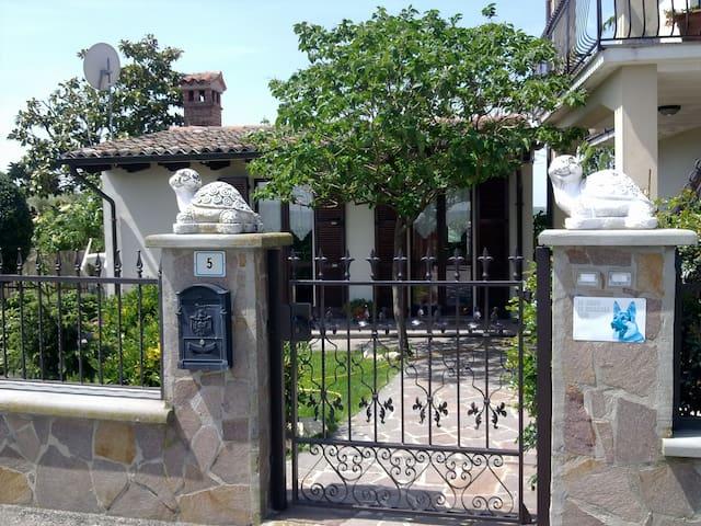 Agriturismo Bagarellum - Montecalvo Versiggia - 家庭式旅館
