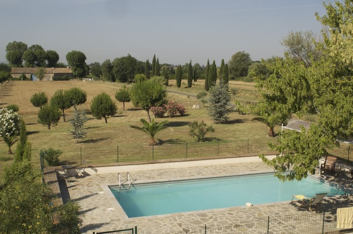 Domaine au milieu des vignes - Poilhes - Huis