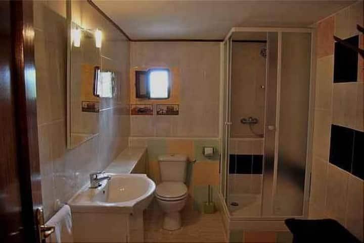 Doble con salita baño propio