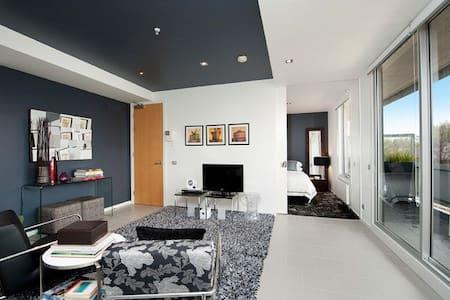 Super Chic & Central! 1 BR APT+WIFI - St Kilda - Appartement