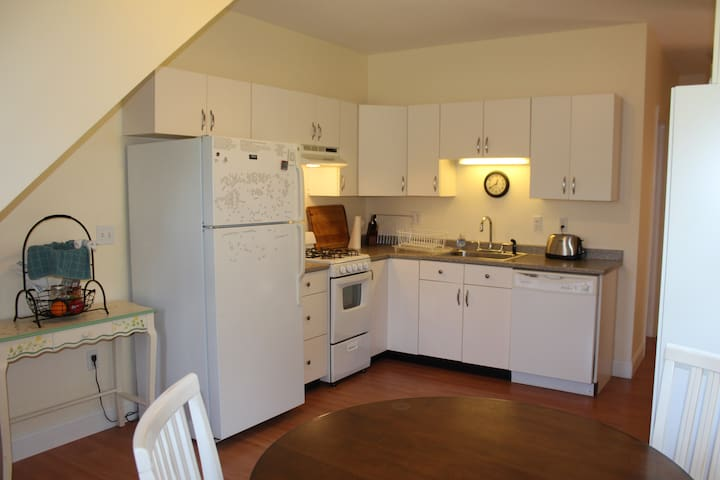 Full kitchen with fridge, oven/stove, dishwasher and microwave.