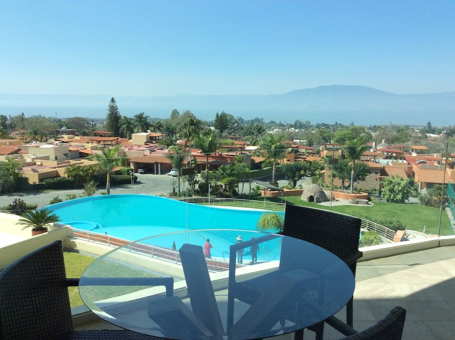 Access to Infinity Pool, Tennis Courts, Gym, great Lake view!!!