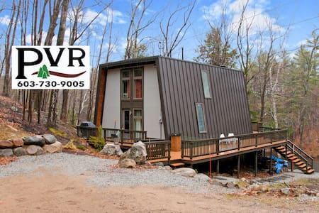 Stylish, Updated 4BR Waterfront! Cable, WiFi, Deck w/ Grill & Fire Pit! - 17 Little Shore