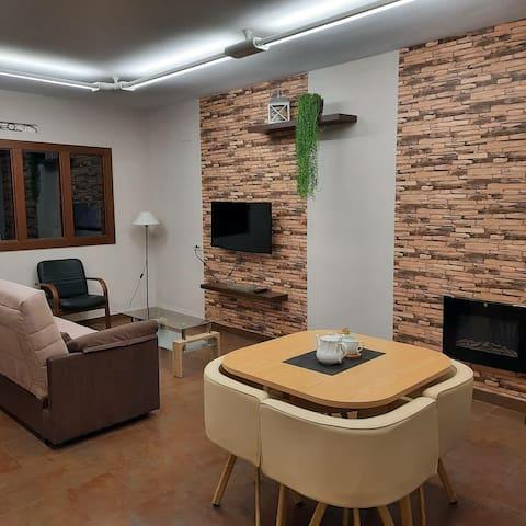 Habitacion independiente, situado al pie de sierra