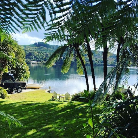 Ultimate water edge location, 20 minutes from Rotorua and 15 minutes to the airport.