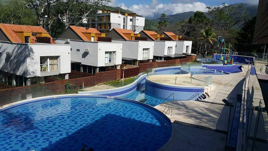 6 Elegante Acogedor Apartamento, Piscinas todo i - Santafé de Antioquia - Pis