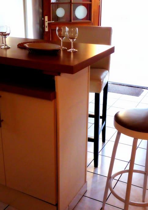 la table bar / a bar table