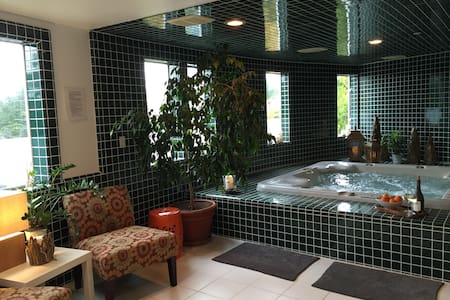 Private Spa Suite on secluded and gated estate - Бодега-Бэй