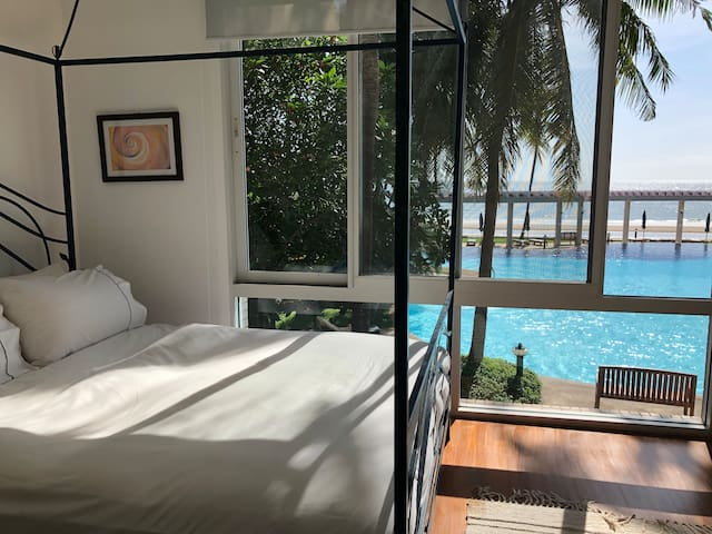 Master Bedroom with a magnificent 180 degree view.