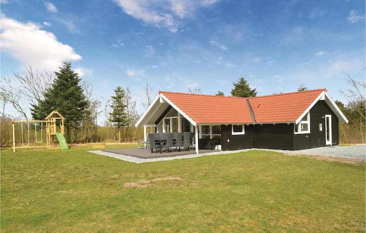 Holiday cottage with 3 bedrooms on 88m² in Oksbøl