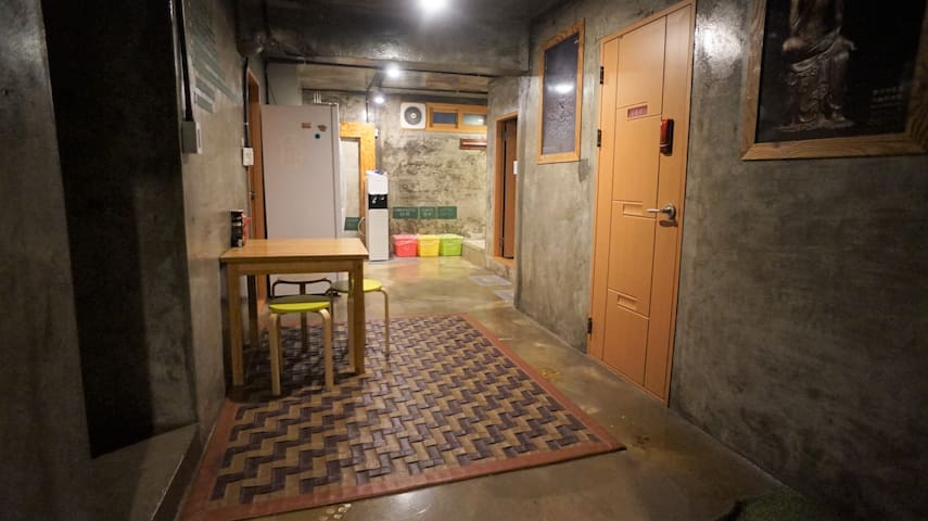 Guesthouse H #BB4 nearby SKKU at Hyehwa station