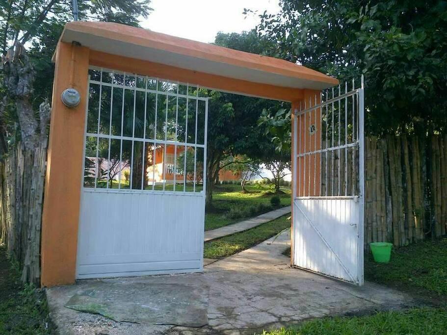 Espaciosa casa localizada en la poblacion de Dos Amates a 15 minutos en auto desde Catemaco.