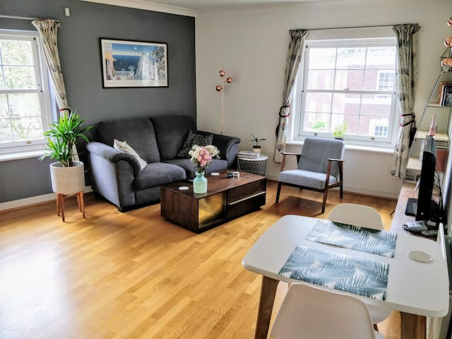 Bright, Modern Apartment - Heart of Central London