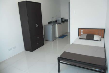 Studio Unit in Katipunan Ave., Q.C. - Кесон-Сити - Кондоминиум