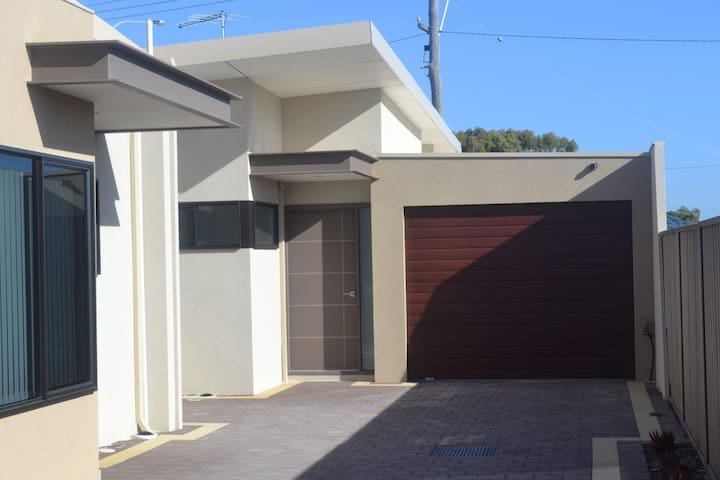 Villa Tara - Near Fremantle - Spearwood - House