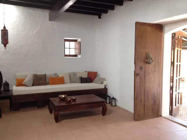 Exclusive traditional villa (long term rental only