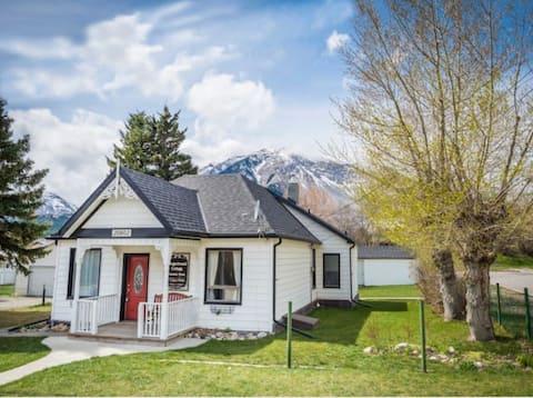 The Crowsnest Cottage