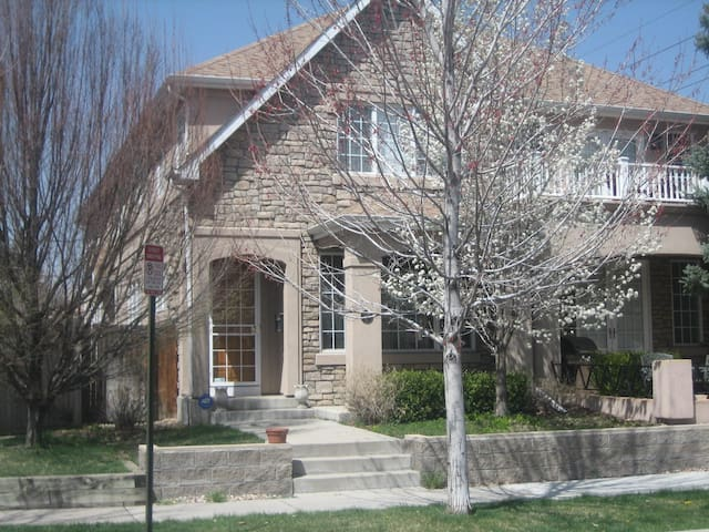 Beautiful 1/2 Duplex in Cherry Creek
