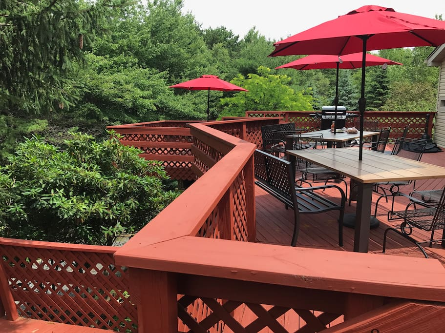 Expansive deck for outdoor entertainment!