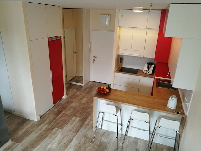 Chris's apartment 7 minutes from Chopin Airport! - Warszawa - Pis