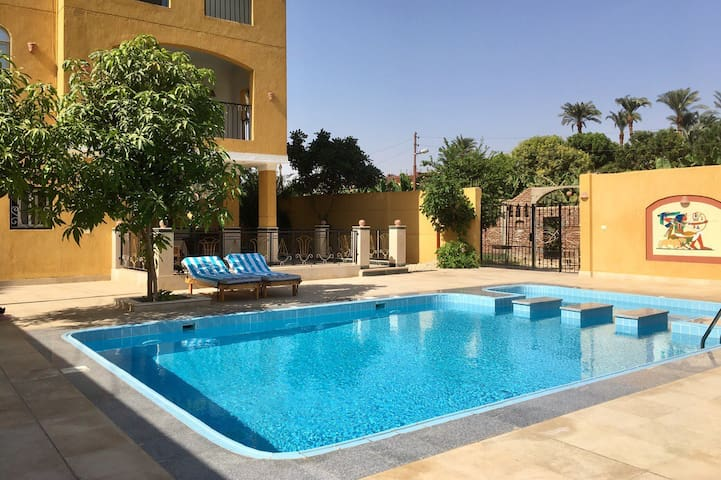 Luxurious Clean Room with Pool close to Nile