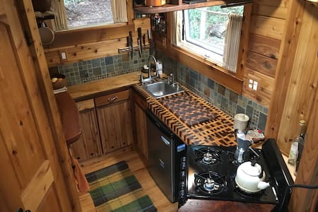 Unique Craftsmen Tiny House - Marrowstone - Inny