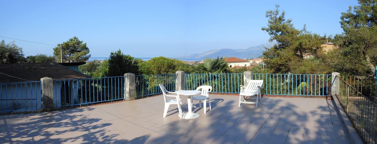 Haus mit Garten und Terrasse in Villammare