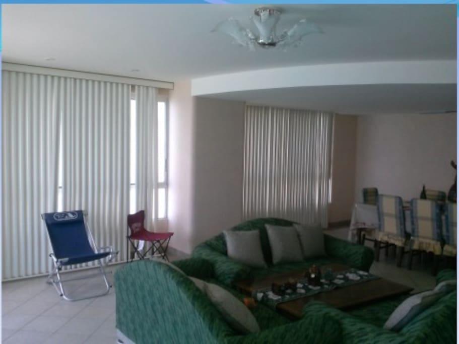 Amplio espacio amoblado para familia e invitados
