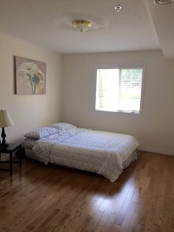 Big private bedroom in Fredericton's city centre - Fredericton - Apartment
