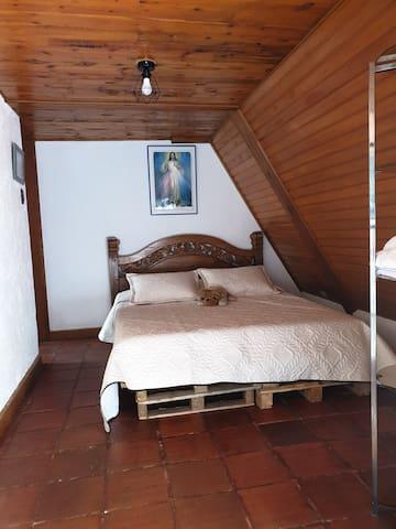 Habitación con sala privada!