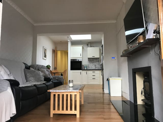 Single Room B, Bright Clean House, Great Location!