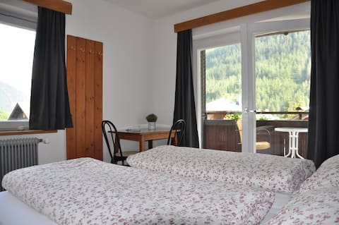 Room with balcony, beautiful mountainview!