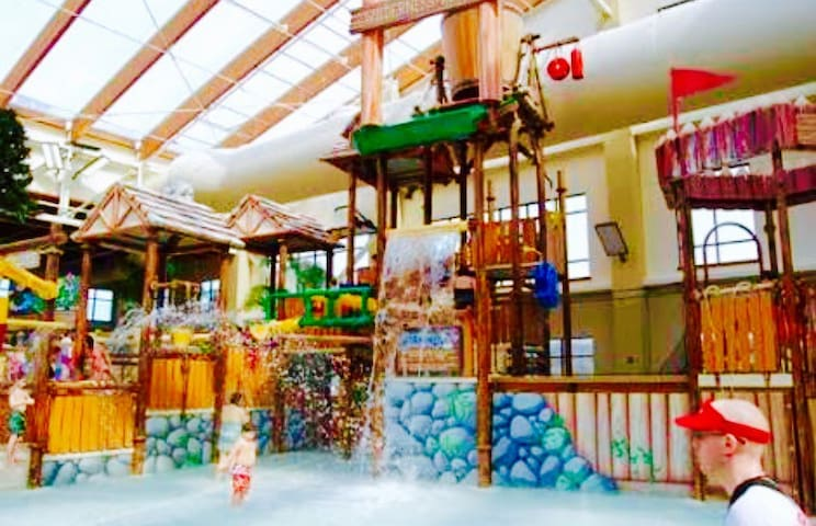 1 BD w Kitchen Dollywood TN INDOOR Water Park