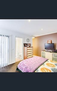 Compact Cozy Apartment Near Werribee Metro Station