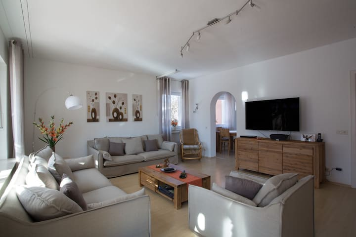 Großzügiges, modernes Haus in eigenem Garten - Murnau am Staffelsee - Квартира