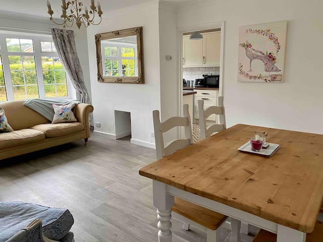 Isle of Wight Bungalow - Village of Freshwater
