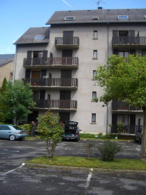 1er étage deuxième balcon en partant de gaucge