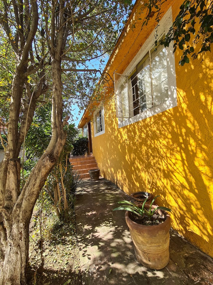Casa con gran jardín para relajarte y convivir