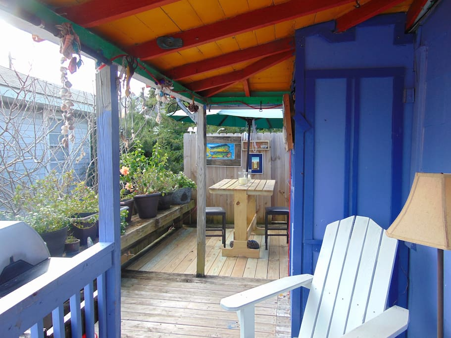 This deck is perfect for dining, enjoying a sunrise with coffee, or a private bath under the stars!