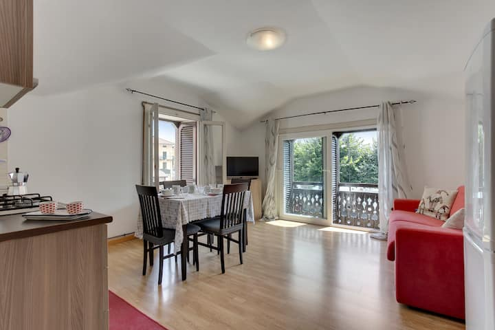 Sleek, modern apartment w/ lovely lake view - walk to Lake Como, dining & more!
