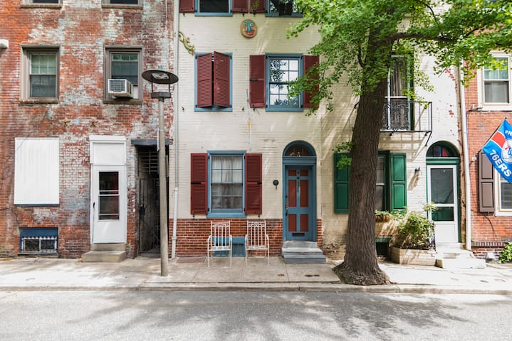 Comfy Clear Center City 2F Bedroom Historic Street