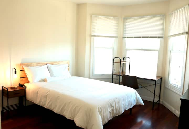 #aQ15 Sunny room for 1-2 near Downtown (NobHill)