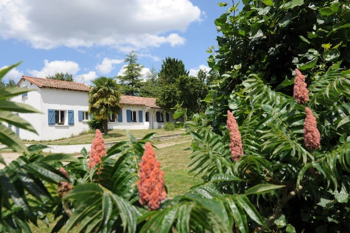 Countryside holiday home with pool - Saint-Jean-de-Duras - Huis