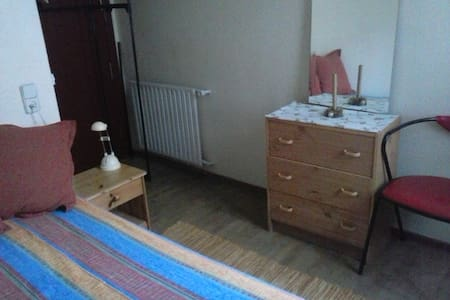 Cute single room -private bathroom - Madrid - Appartamento