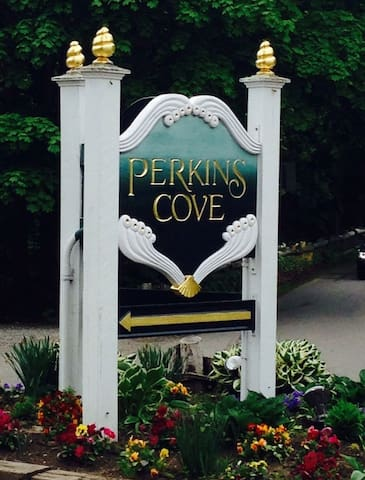 At the end of the Marginal Way is Perkins Cove, or a 5-minute drive away