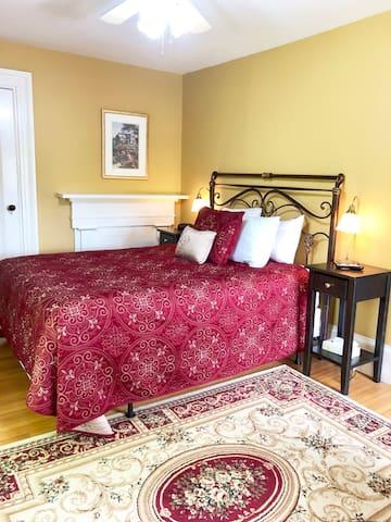 Evangeline Inn- Queen Room