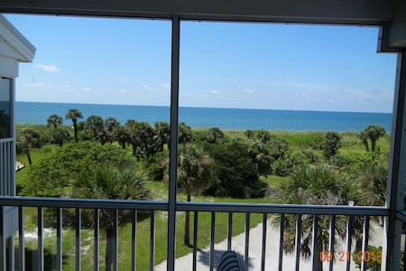 3 bed 3 bath end unit top 2 floors south seas pool - Captiva