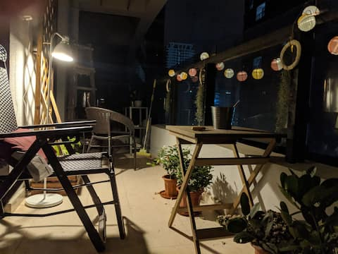 """Starlight and breeze"" open balcony apartment"